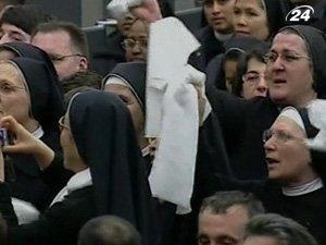 На еженедельной папской аудиенции выступили акробаты