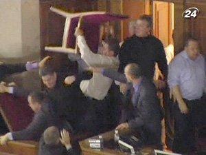В одном из заявлений говорится, что депутат Цюрко сломал стул о голову оппонента