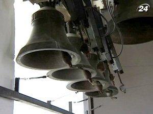 В поддержку акции с колокольни Михайловского Златоверхого собора 350 раз ударили колокола