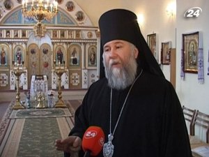 Настоятель храма епископ Онуфрий