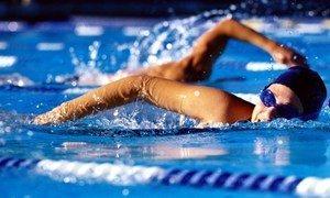 Пловчиха в воде