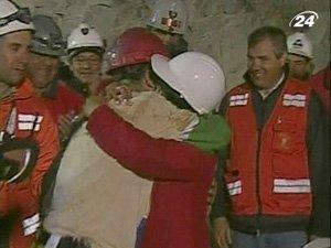 33 шахтеры установили рекорд Гиннеса по пребыванию под землей