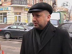 Турчинов прибыл в Прокуратуру по вопросу водителя Луценко
