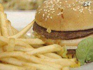 Женщина пыталась отравить подругу чизбургером с ртутью