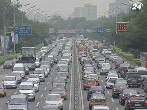 Китай ежегодно тратит до 30 млрд. долл. на служебные авто