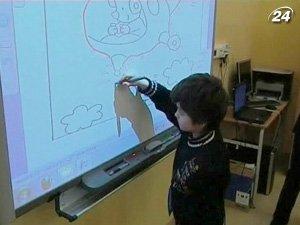 На интерактивных досках можно писать специальными ручками и руками