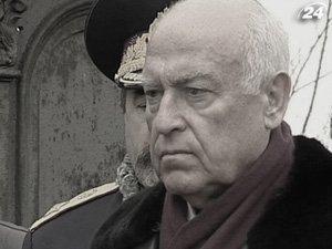 На 73 году жизни из-за тяжелой болезни умер В. Черномырдин