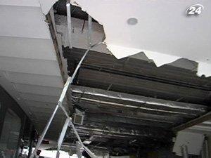 Потолок упал в торговом центре