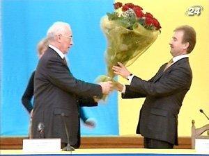 Премьер-министр Украины Николай Азаров поздравил нового председателя КГГА - Попова