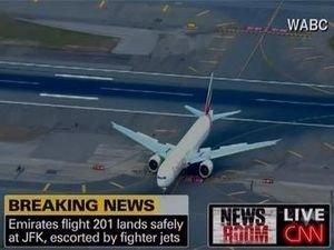 Самолет, который сопровождали ВВС США, приземлился в аэропорту Нью-Йорка