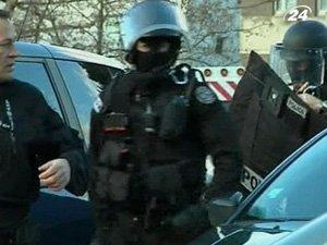 Французский спецназ ведет переговоры с подростком по телефону
