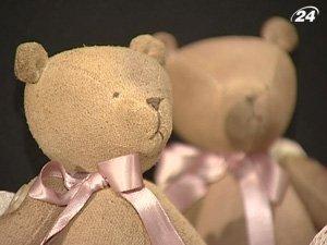 В Киеве собрали игрушечных медвежат со всей страны