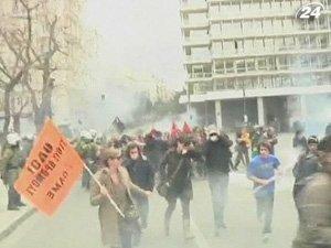 Забастовка в Греции переросла в столкновения демонстрантов с полицией