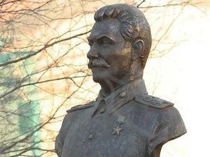 В Украине могут запретить памятники Сталину