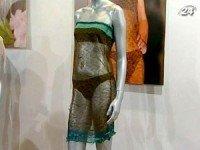 В этом наряде Кейт дефилировала на благотворительном показе в 2002 году