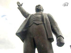 Парламент ЕС требует демонтировать памятник Ленину