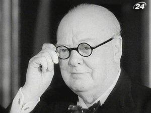 Лучше всех 65-летнему британцу удавалось копировать почерк бывшего главы правительства страны - Уинстона Черчилля