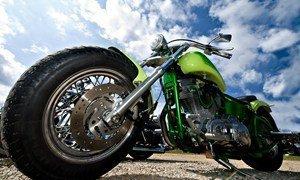 Мотоцикл Харлей под небом