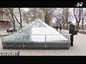 Неизвестные разбили купол музея под открытым небом