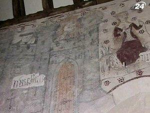 Средневековые росписи в церкви в Уэльсе