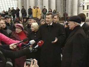 Президент и премьер пришли в палаточный городок