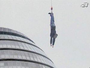 Британець Філдс 42 рази за годину стрибнув з банджі