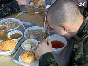 Частные компании не могут согласовать, кто будет кормить солдат