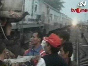 В Индонезии столкнулись два поезда