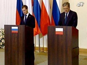 Президент России Дмитрий Медведев и Президент Польши Бронислав Коморовский