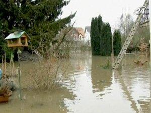 Таяние снега и проливные дожди вызвали наводнения