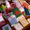 Здесь и бумажные открытки, и салфетки - каждый делает то, что умеет