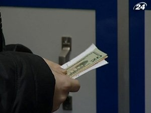 Украинцы в октябре купили больше валюты
