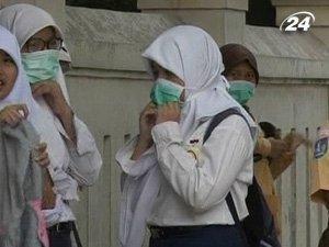 Индонезийцы массово покидают дома