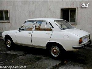 Белый седан Peugeot 504