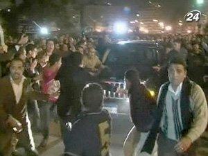 На улицах Каира периодически слышна стрельба