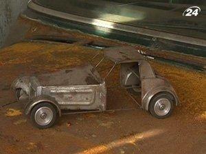 Ретроавтомобили теснятся в нескольких гаражах в Симферополе