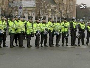 За порядком во время демонстраций пристально следят тысячи милиционеров