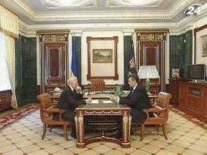Янукович поручил Азарову презентовать новый состав правительства