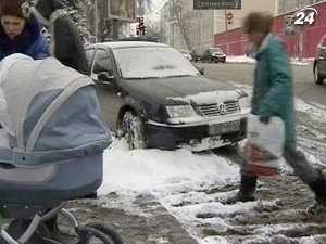 Водители жалуются на нерасчищенные дороги
