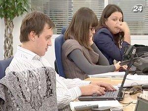 Более 5 тыс. грн. получают финансисты, консалторы, добытчики