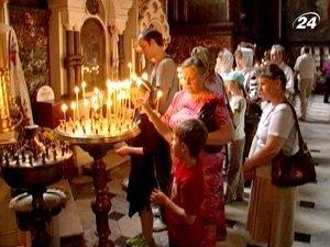 В этот день в церквях Украины святят воду, а вместе с водой свечи