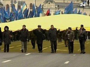 В Киеве развернули самый большой флаг в Украине