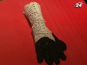 Ччорна перчатка Джексона, обработанная хрусталем
