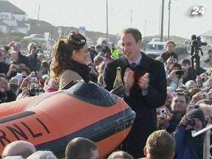 Кейт Миддлтон и Принц Уильям спустили на воду спасательную лодку