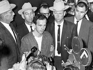 Мало американцев верят, что только Ли Харви Освальд причастен к убийству