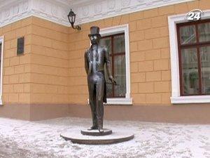В Одессе разрисовали скульптуру Пушкина, на памятнике нарисовали свастику