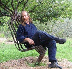 Живое кресло в саду