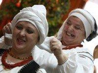 В Полтаве показали как завязывать платок
