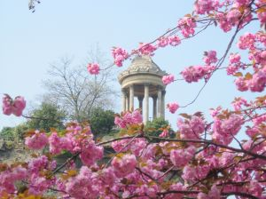 Весна в парижском парке Бют-Шомон