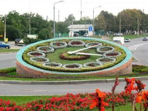 Цветочные часы в центре Харькова